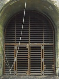 Bat Gate